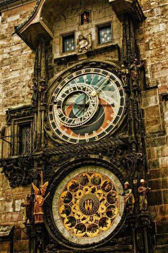 astronomical-clock-in-the-old-town-square-of-prague
