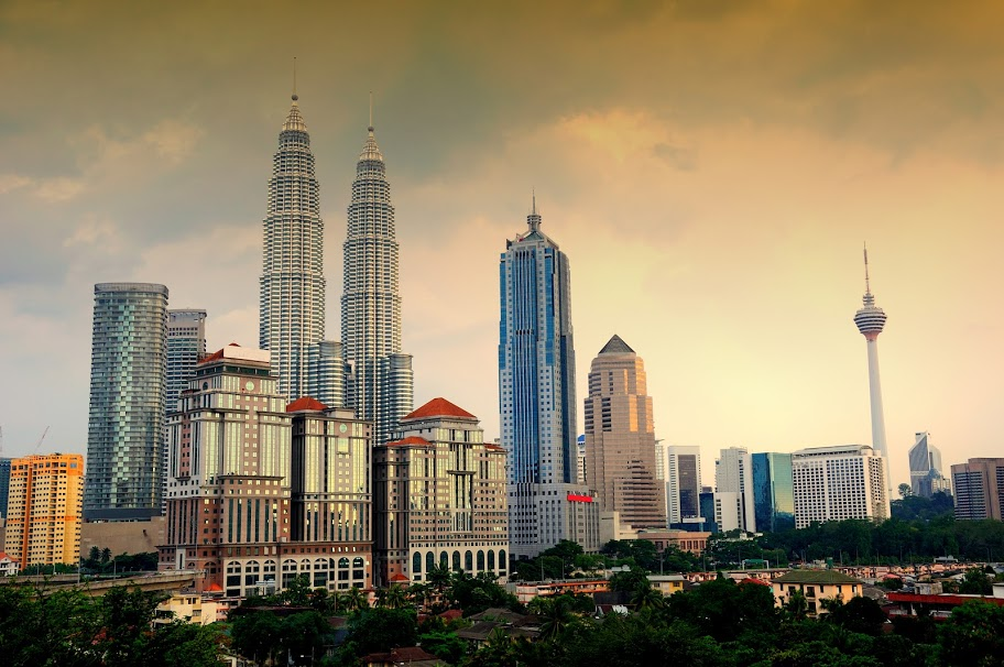 the-kuala-lumpur-city-skyline-with-both-the-petronas-twin-towers-and-kl-tower