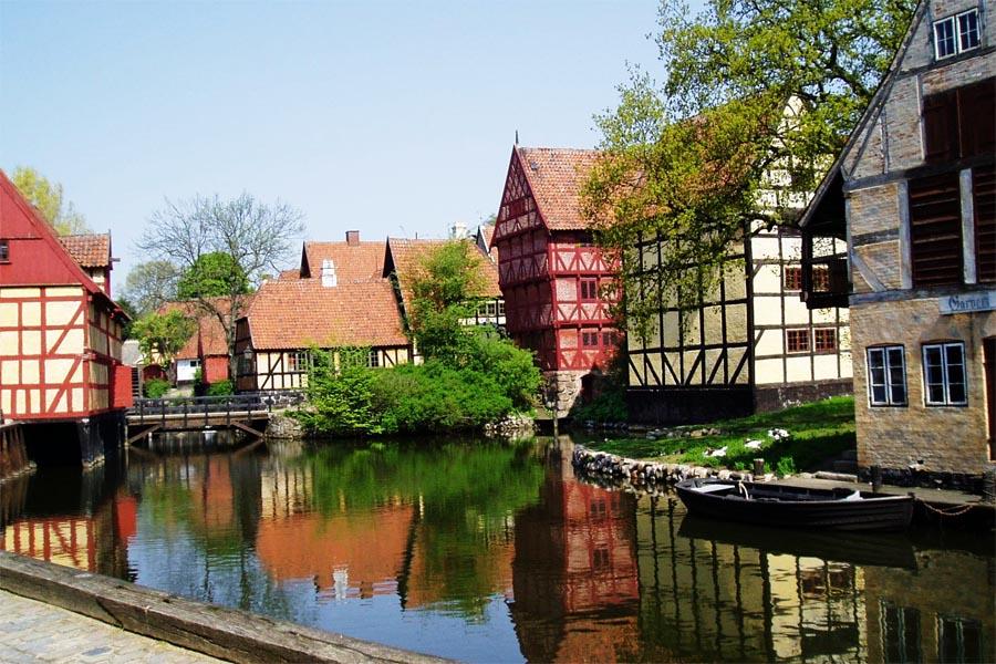Aarhus+Den+Gamle+By+Canal1