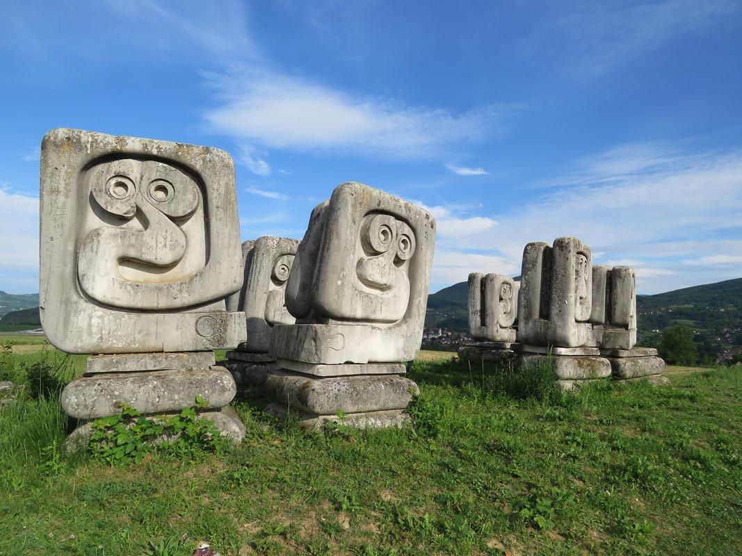 Nekropola žrtvama fašizma u Novom Travniku